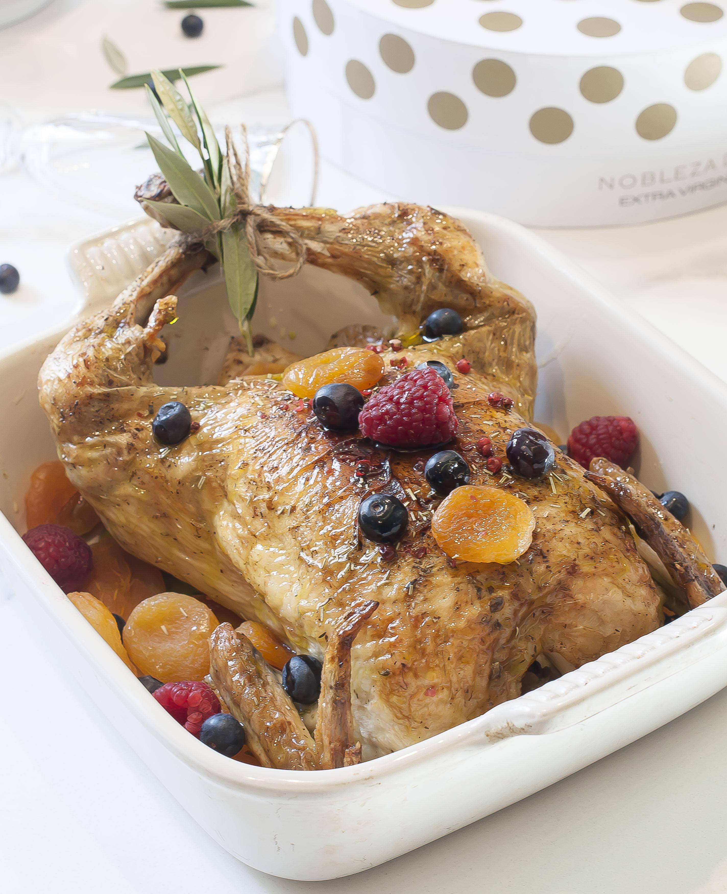 Pollo relleno de frutos secos con AOVE Nobleza del Sur